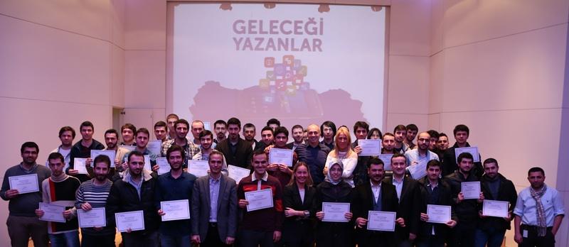 Turkcell-Gelecegi-Yazanlar-ilk-mezunlar-webeyn