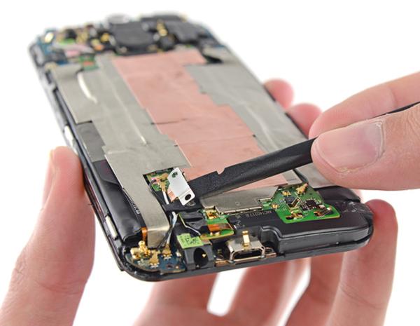 Yeni-HTC-One-parcalarina-ayirildi-iFixit-webeyn-6